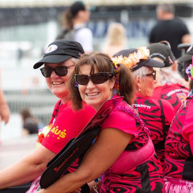 dragon-boat-paddling-for-breast-cancer-survivors